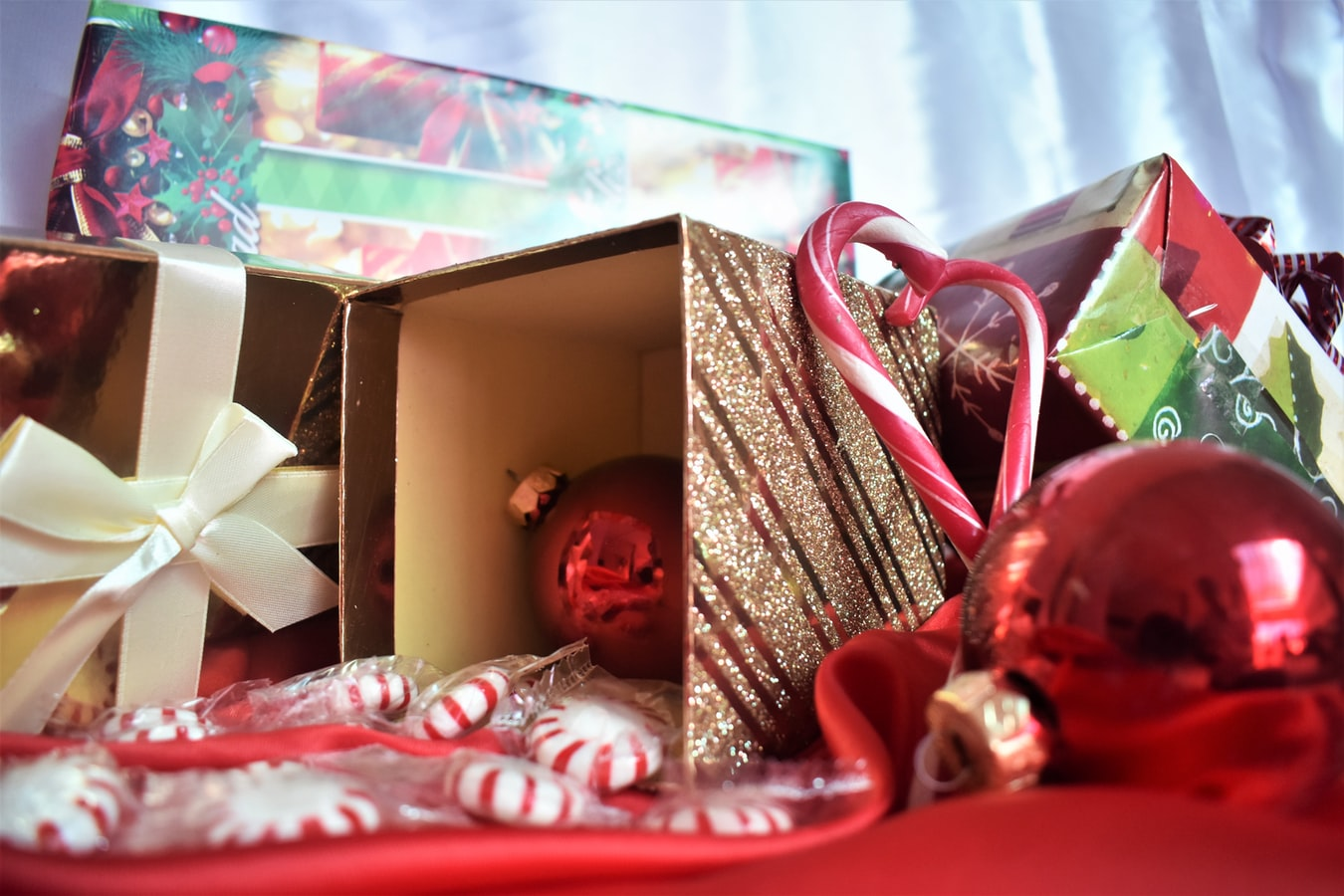 , Decorating your office for the holidays